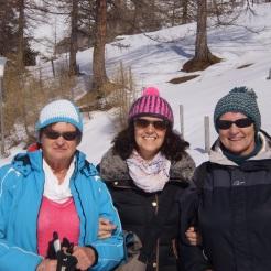 Monika, Angelika, Greti mit neuen Hauben