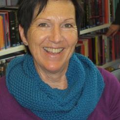 Marianne mit türkisem Schal