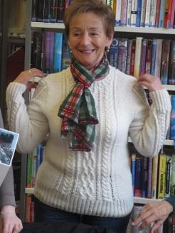 Anneliese mit fertigen Pullover