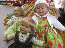 Monikas Puppenkinder neu eingekledet