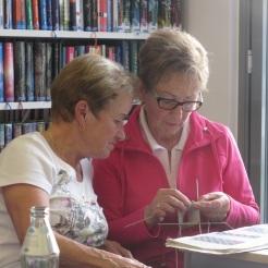 Margit und Anneliese üben fleißig