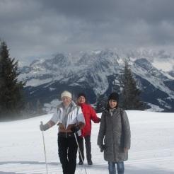 Theresia, Hilde und Maria beim Gipfelanstieg