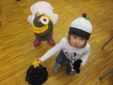 Hildes Enkelkinder sind von den Punschkrapferl Hauben begeistert