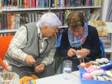 Maria und Margit ganz konzentriert