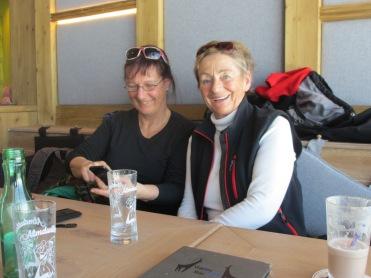 Barbara und Anneliese nach Gamsmilch-Genuß