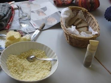 Schüsselkas, Brot und Butter