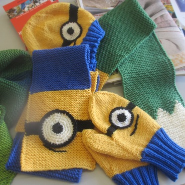 Haube, Schal und Handschuh für kleine Motorradfahrer von Renate