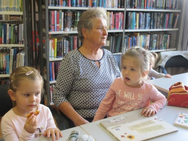 Marlene, Großmutter Hilda und Elisa
