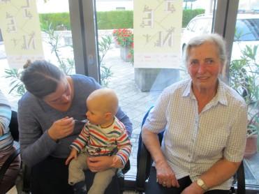 Andrea, Urenkerl Matthias und Urgroßmutter Rosi