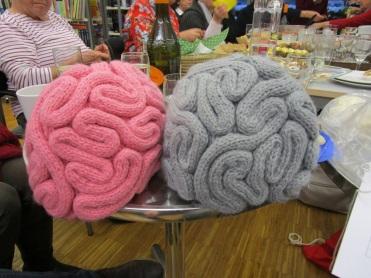 """""""Gehirn-Hauben"""" von Maria"""
