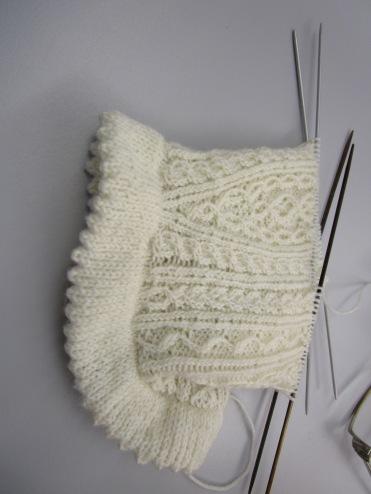 Maria Maier strickt mit feinster Wolle