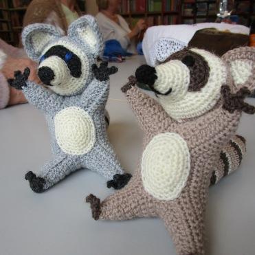 Waschbären von Maria Brown