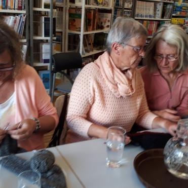 konzentriert und sehr beschäftigt, Maria, Trixi und Anna