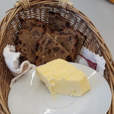 KLetzenbrot und frische Butter - letzter Rest
